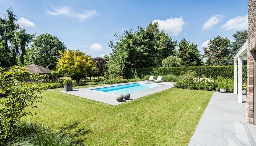 Opwaardering van achtertuin met zwembad realisaties for Zwembad achtertuin